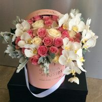 mixed-flowers-in-pink-box