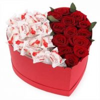 Red_Roses_Raffaella_Chocolate_Heart_480x480