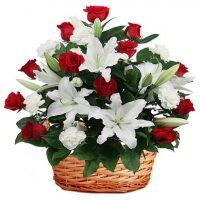 Trandafiri rosii cu crini - Comandati flori online pe Flori in Baia Mare